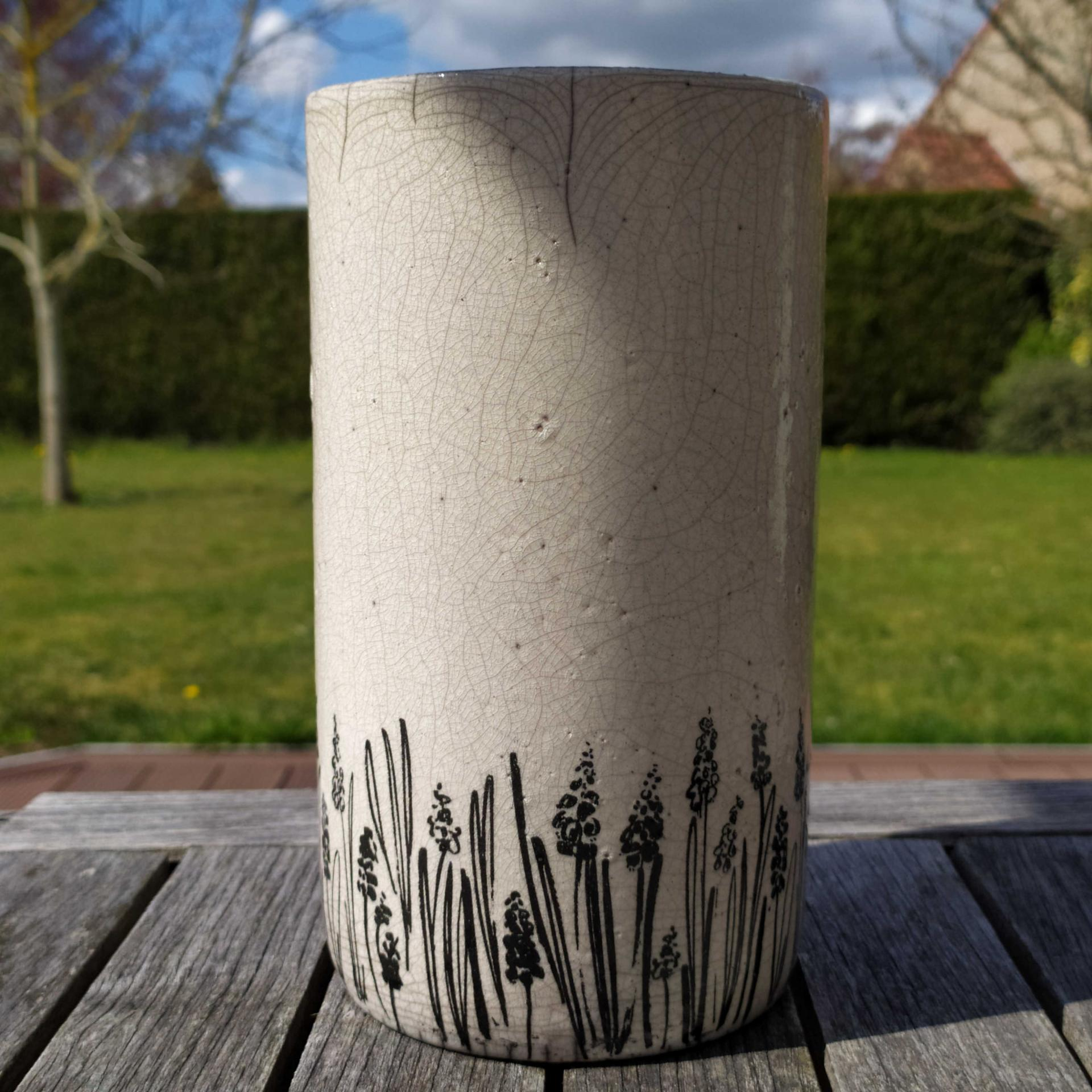 Gd vase lupin