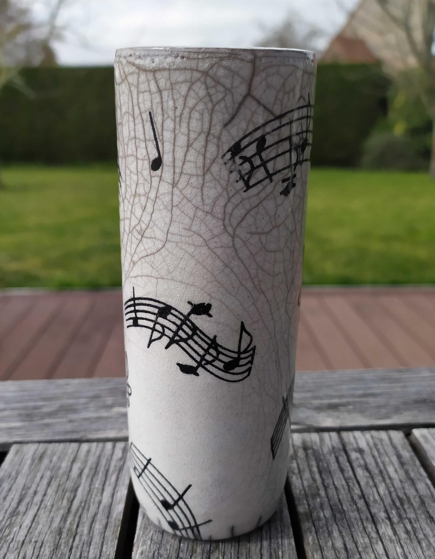 Vase petit tube musique
